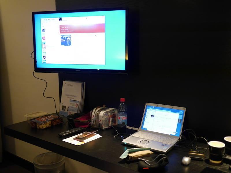 ホテルのテレビ活用に便利なHDMIケーブル 機能的なビジネスホテル@オランダ