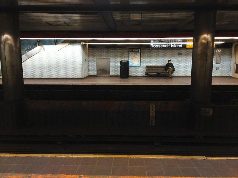 地下鉄券売機や自販機で困らない方法 ニューヨークの地下鉄駅にて