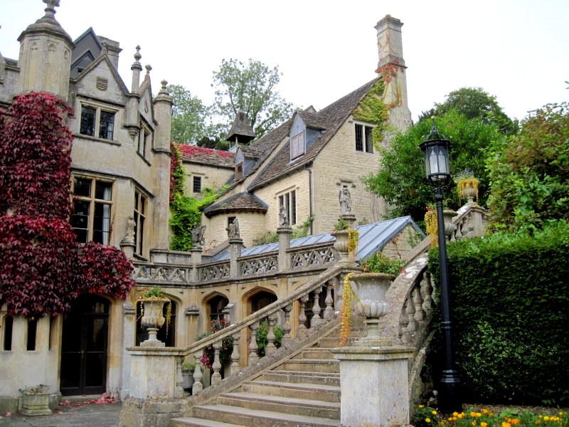 海外ツーリング イギリス コッツウォルズ ブロードウェイ タワー カースル クーム マナーハウス  14世紀に建てられたマナーハウス母屋@Castle Combe Village