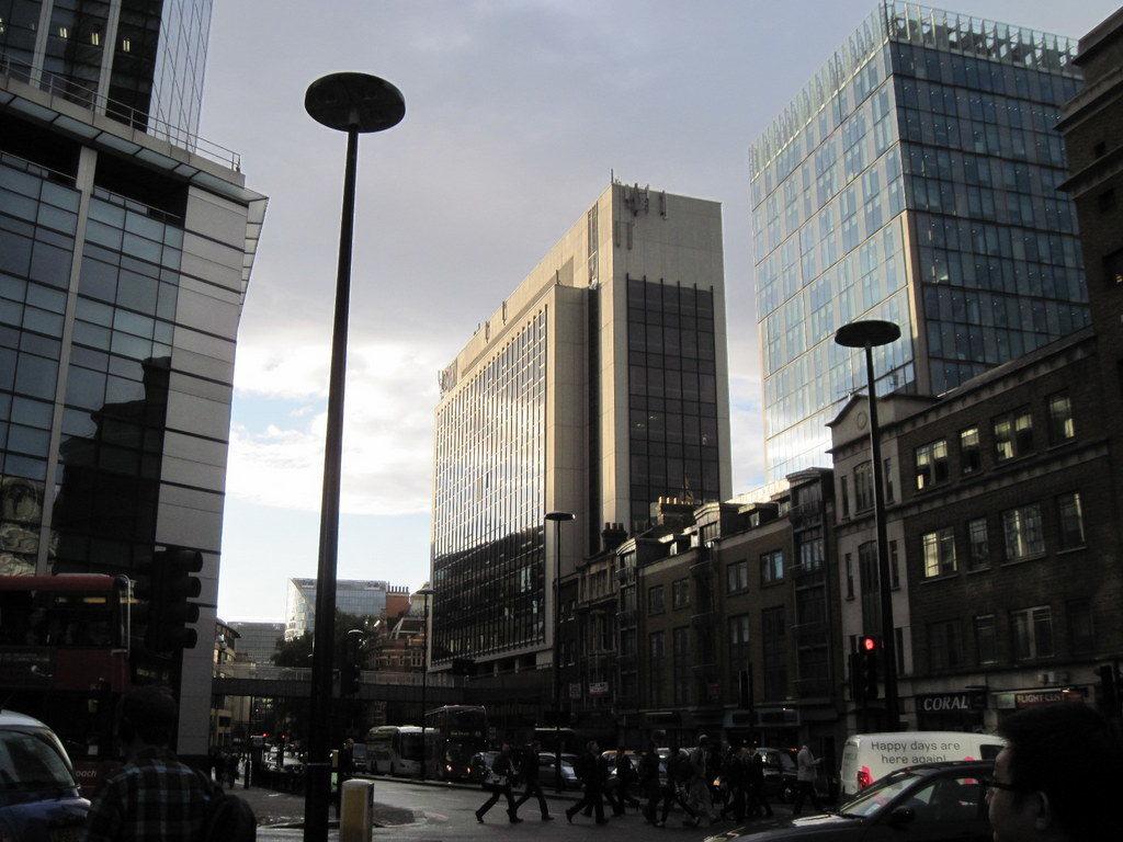 海外ツーリング イギリス編 ロンドン オートバイレンタル  エンジントラブル シティ・オブ・ロンドンのビル群@City of London