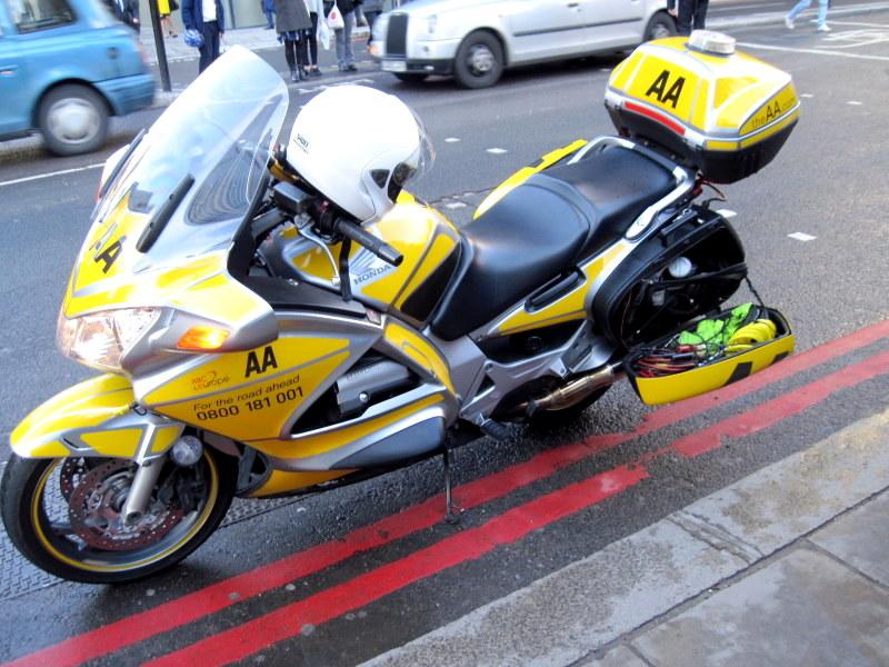 海外ツーリング イギリス編 ロンドン オートバイレンタル  エンジントラブル AA(Automobile Association)の方のオートバイ