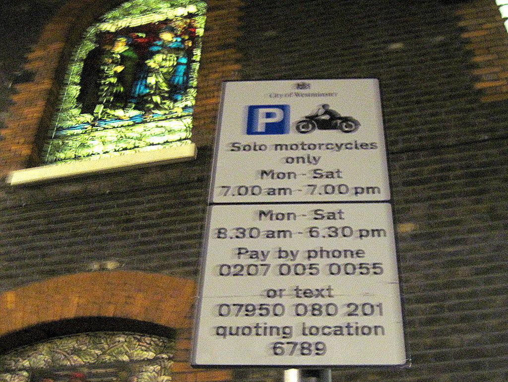 海外ツーリング イギリス編 ロンドン オートバイレンタル  エンジントラブル バイク駐車スペースの標識