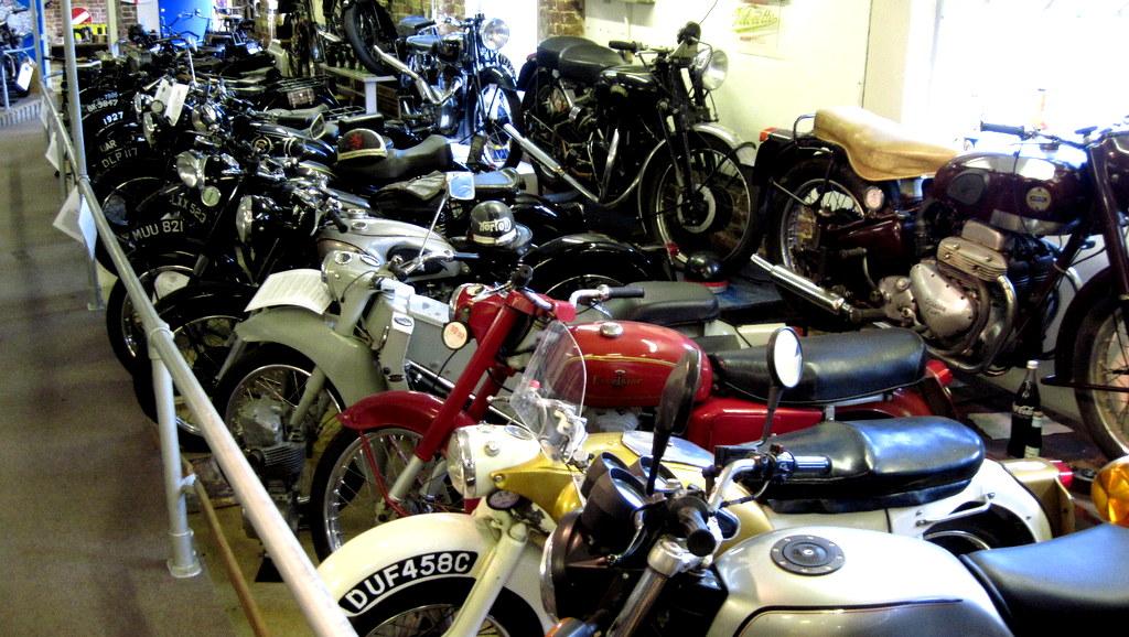 海外ツーリング-イギリス編 2 / ロンドン近郊を巡る + バイク好きにはたまらないオードバイ博物館と世界最高レベルの航空機博物館と言われるイギリス空軍博物館