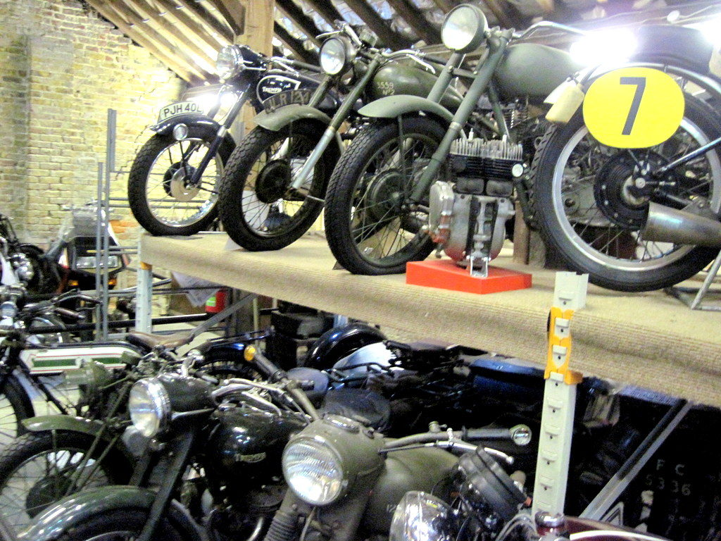 海外ツーリング イギリス ロンドン近郊 オードバイ博物館 イギリス空軍博物館  トライアンフのコレクションが中心@London Motorcycle Museum