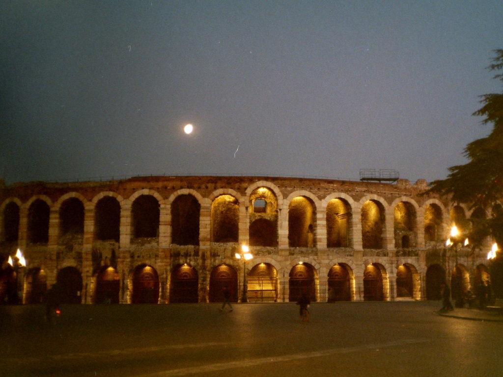 オペラの国イタリアの俊英指揮者 バッティストーニのぼくたちのクラシック音楽  古代ローマ時代の円形闘技場@Verona