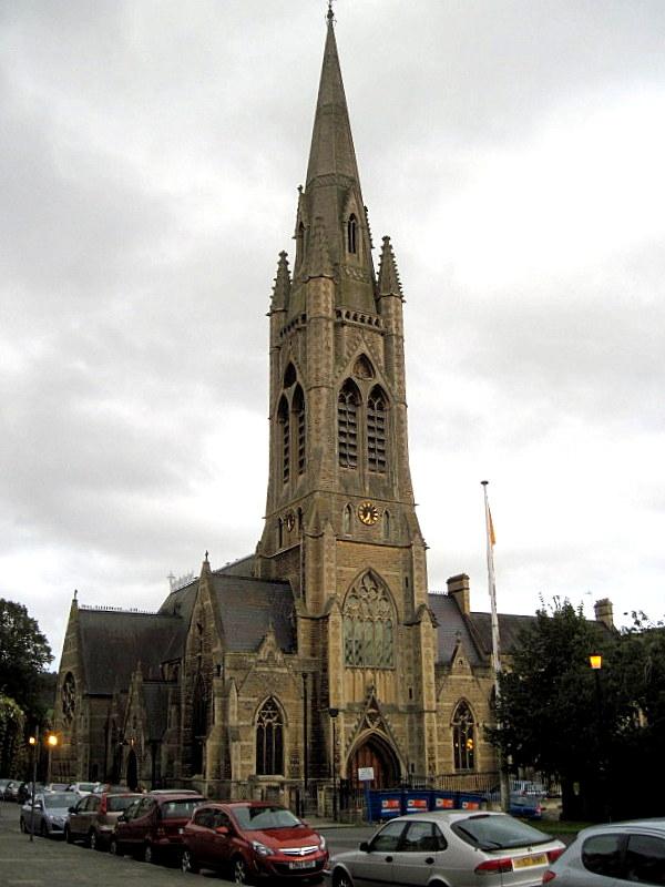 海外ツーリング イギリス コッツウォルズ ブロードウェイ タワー カースル クーム マナーハウス  この立派な教会がありその向かいによさげなホテルを発見@St John The Evangelist's Church