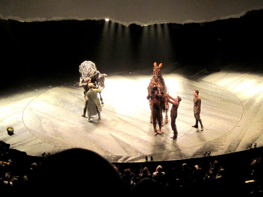 海外ツーリング イギリス ボービントン戦車博物館 ストーンヘンジ  舞台「War Horse」@Gillian Lynne Theatre