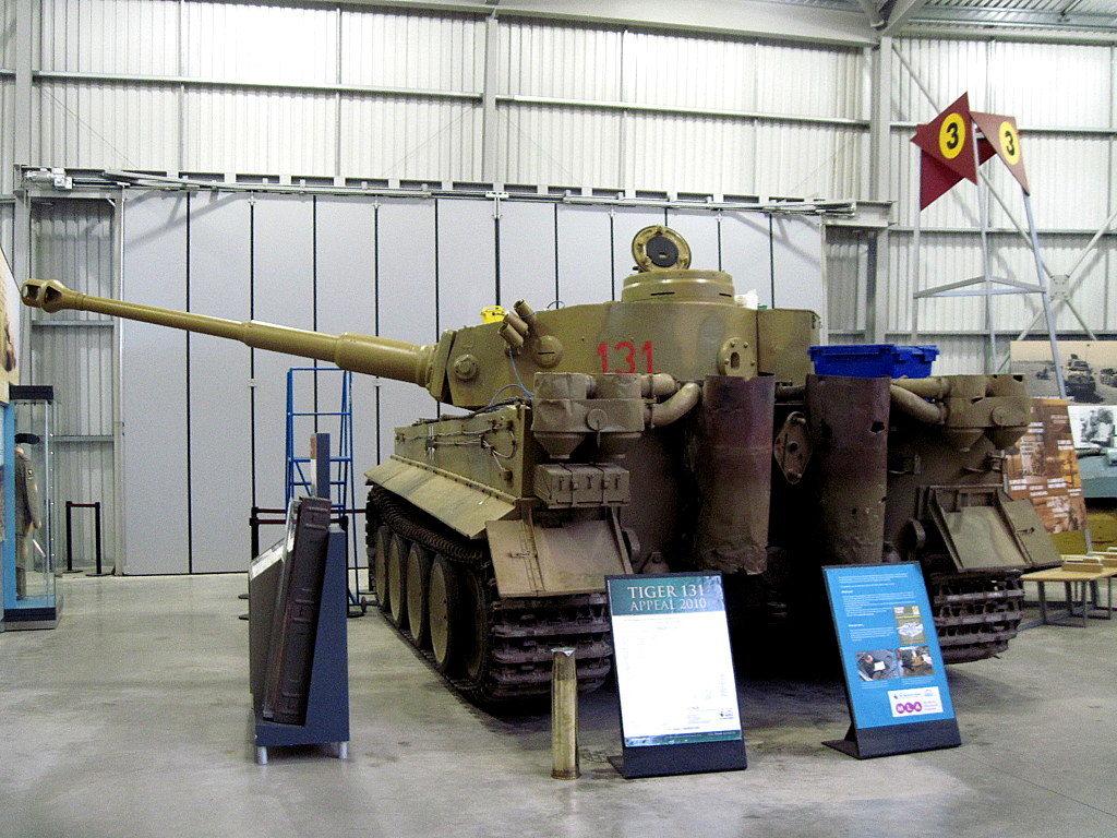海外ツーリング イギリス ボービントン戦車博物館 ストーンヘンジ タイガー131後部@Bovington Tank Museum