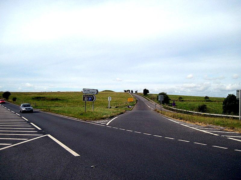 海外ツーリング イギリス ボービントン戦車博物館 ストーンヘンジ この道の先に巨石群があり遠目に見える@Stonehenge