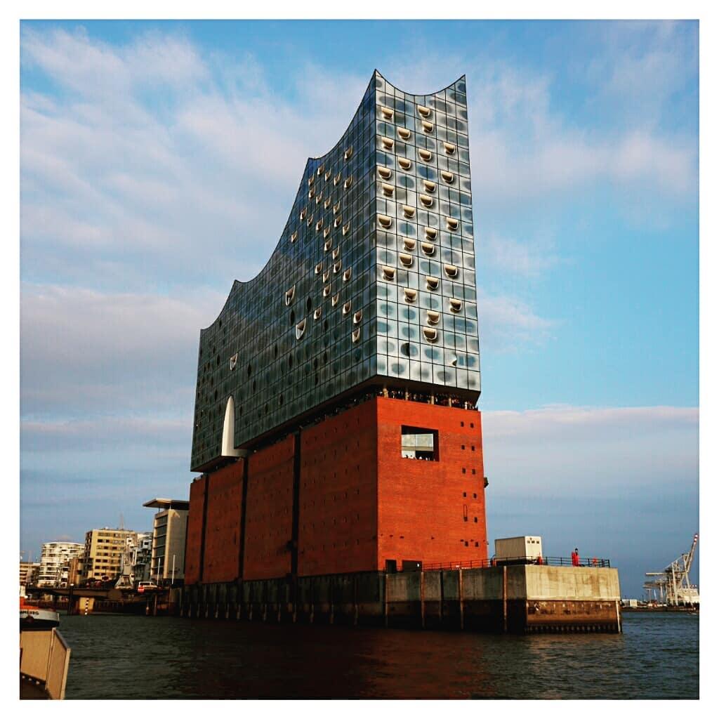 中空に浮かぶ巨大コンサートホール エルプ フィルハーモニー・ハンブルク エルプフィルハーモニー・ハンブルク外観 @Hamburg
