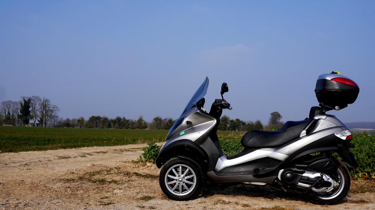 海外ツーリング-フランス編 1 / パリで三輪オートバイを借り、両大戦の史跡のあるコンピエーニュの森へ