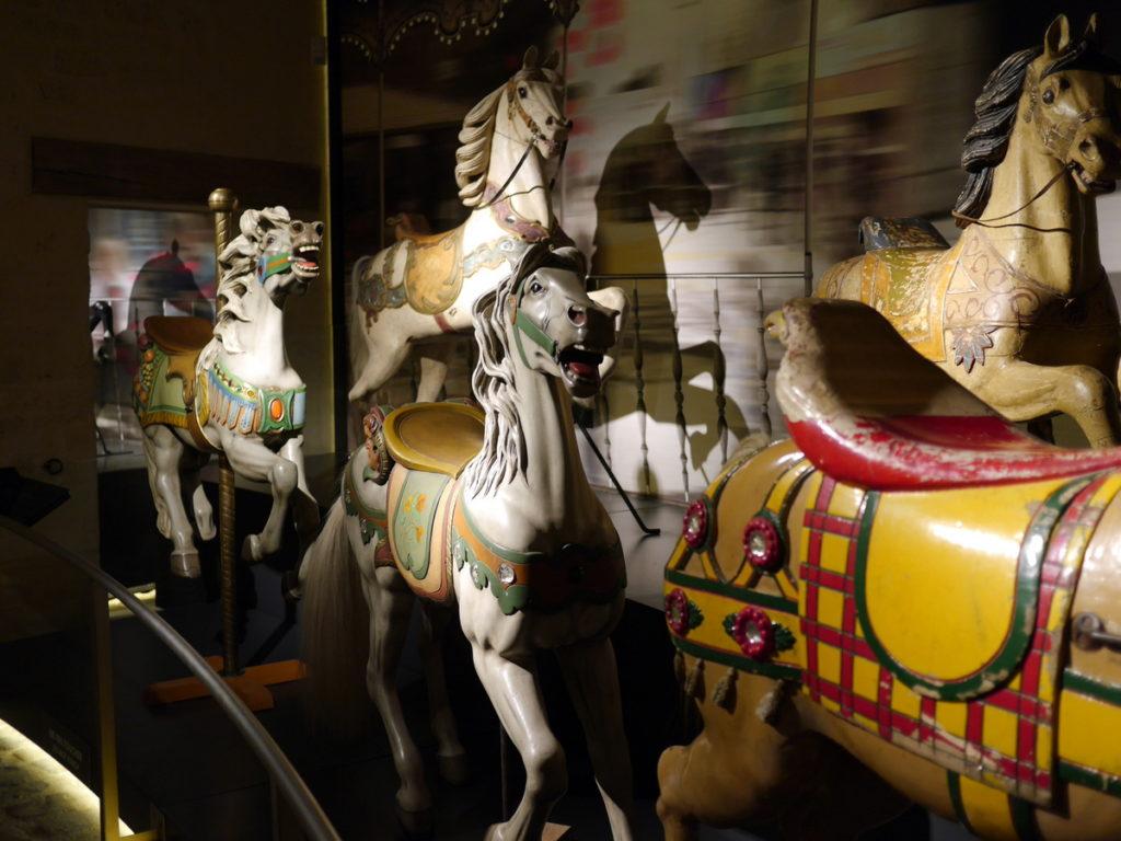 海外ツーリング フランス パリ オートバイレンタル シャンティイ城 コンデ美術館 牡蠣の昼食 大厩舎    古い木馬たち@ Le musée du Cheval