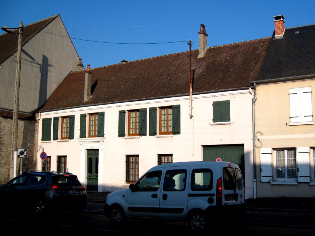 海外ツーリング フランス パリ オートバイレンタル シャンティイ城 コンデ美術館 牡蠣の昼食 大厩舎 夕暮れ時の田舎町@La Chapelle-en-Serval