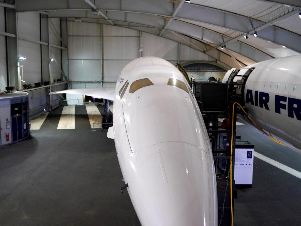 海外ツーリング フランス パリ オートバイレンタル ル ブルジェ航空宇宙博物館 コンコルド 珍しい機体  コンコルドの試作機も並んで展示  @Aéroport de Paris-Le Bourget