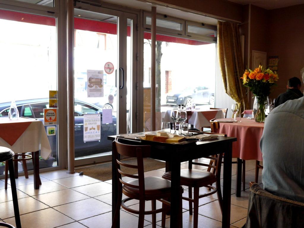 海外ツーリング フランス パリ オートバイレンタル ゴッホ オーヴェル シュル オワーズ  店内の様子@La Comtesse de Ségur