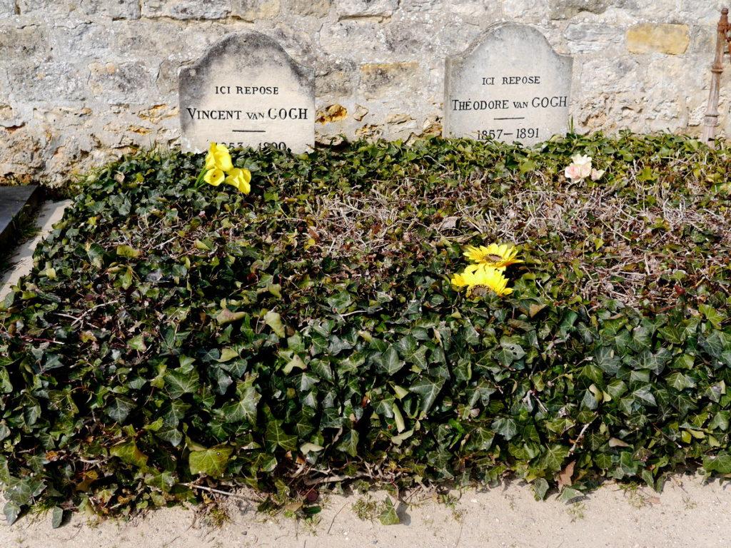 海外ツーリング フランス パリ オートバイレンタル ゴッホ オーヴェル シュル オワーズ ゴッホと彼の弟テオのお墓