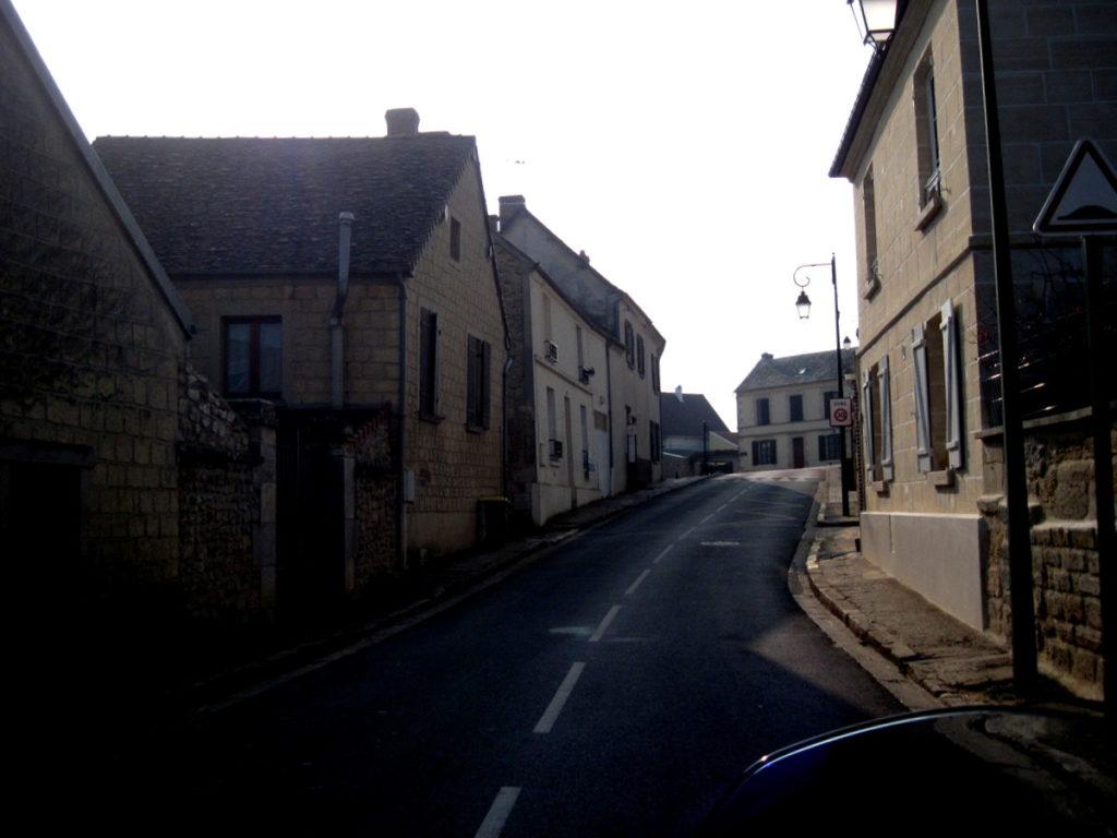 海外ツーリング フランス パリ オートバイレンタル ヴェクサン自然公園 グザングレ 農園 マスタード 田舎のパン屋  どの村も古い街並みで味わいがある@Parc naturel régional du Vexin français
