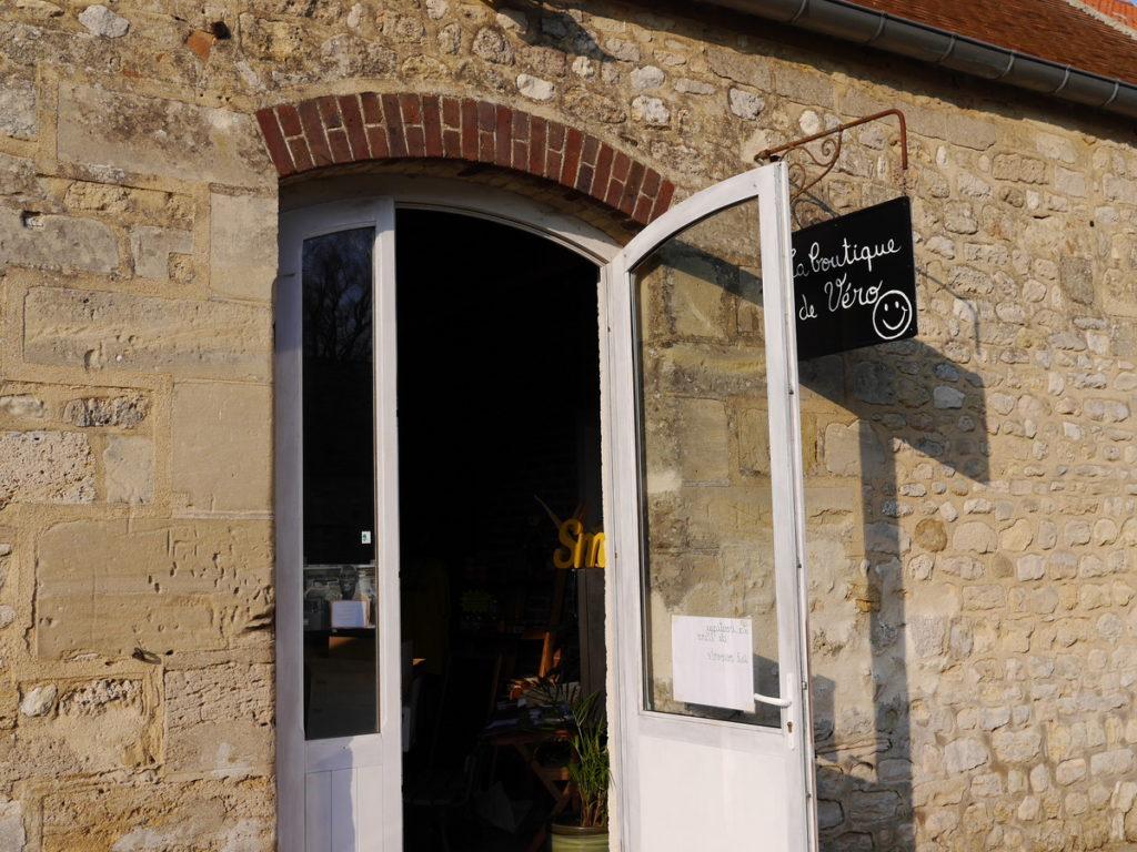海外ツーリング フランス パリ オートバイレンタル ヴェクサン自然公園 グザングレ 農園 マスタード 田舎のパン屋 小さなお店@Ferme de la Distillerie Gouzangrez