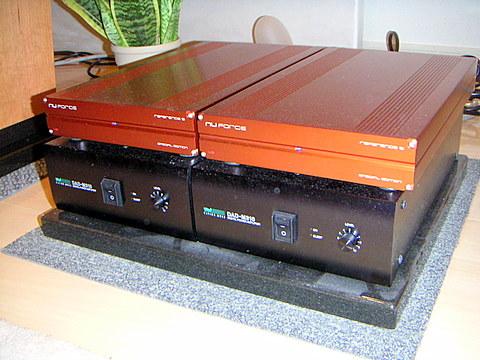 オーディオシステムの変遷 Nuforce Reference9 V2 SE(上)と DAD-M310 (下)
