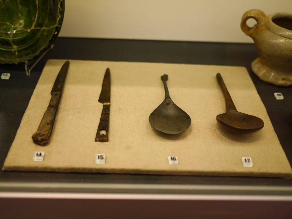 オランダ デンボス スヘルトゲンボス 訪問記 中中世の主婦の暮らしぶり 中世の資料館  ナイフ食器類@Groot Tuighuis