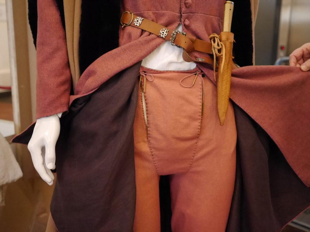 オランダ デンボス スヘルトゲンボス 訪問記 中中世の主婦の暮らしぶり 中世の資料館 ナイフの装着の仕方@Groot Tuighuis