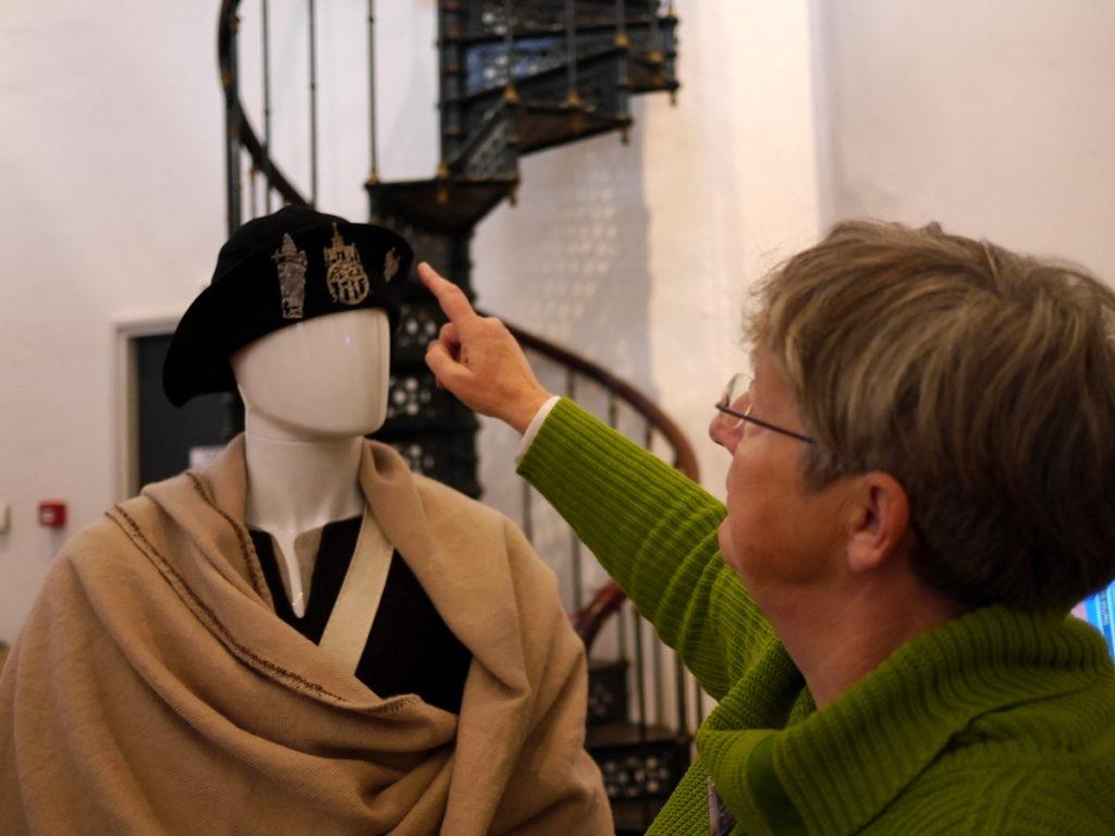オランダ デンボス スヘルトゲンボス 訪問記 中中世の主婦の暮らしぶり 中世の資料館  巡礼バッチの装着事例@Groot Tuighuis