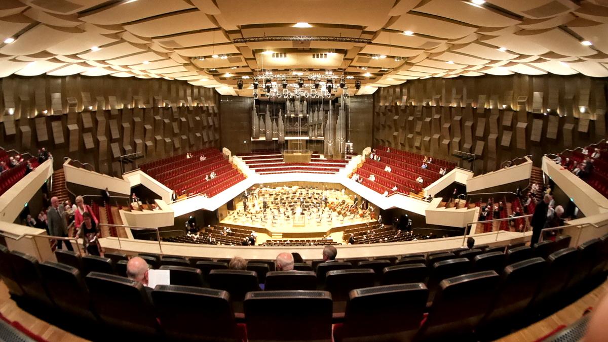 ヴィンヤード型コンサートホールの最高峰の音響を堪能する / ライプツィヒ・ゲヴァントハウス の見学記
