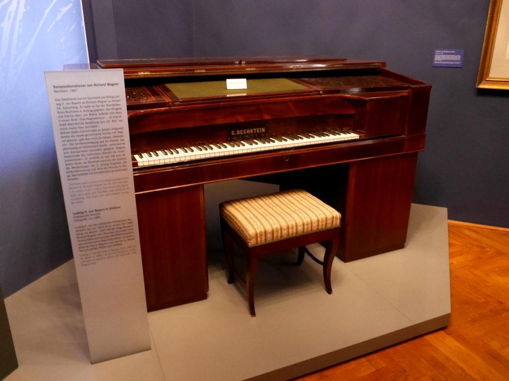 ヴィンヤード型コンサートホール ライプツィヒ・ゲヴァントハウス ワーグナーの机付のピアノ@Old Town Hall - Stadtgeschichtliches Museum Leipzig