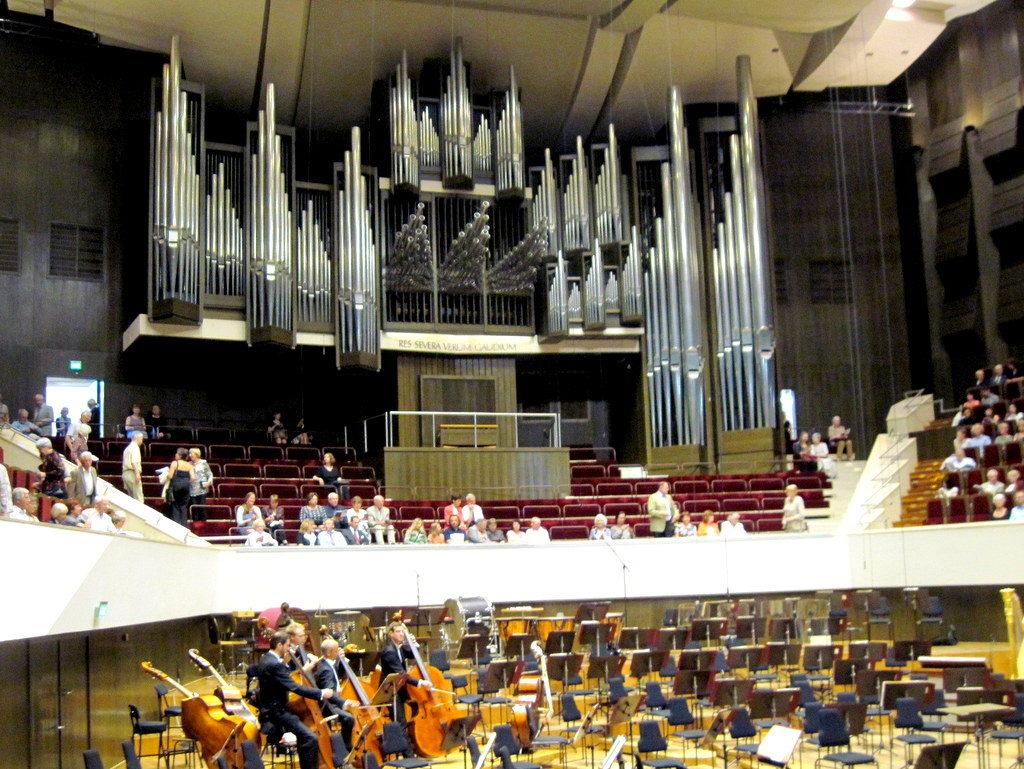 ヴィンヤード型コンサートホール ライプツィヒ・ゲヴァントハウス  砲筒のようなパイプオルガン @Gewandhaus zu Leipzig