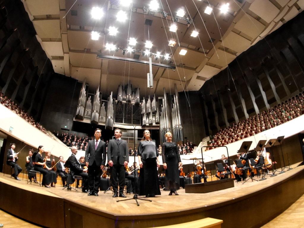 ヴィンヤード型コンサートホール ライプツィヒ・ゲヴァントハウス  前方両サイドの席もすべて合唱団の方 @Gewandhaus zu Leipzig