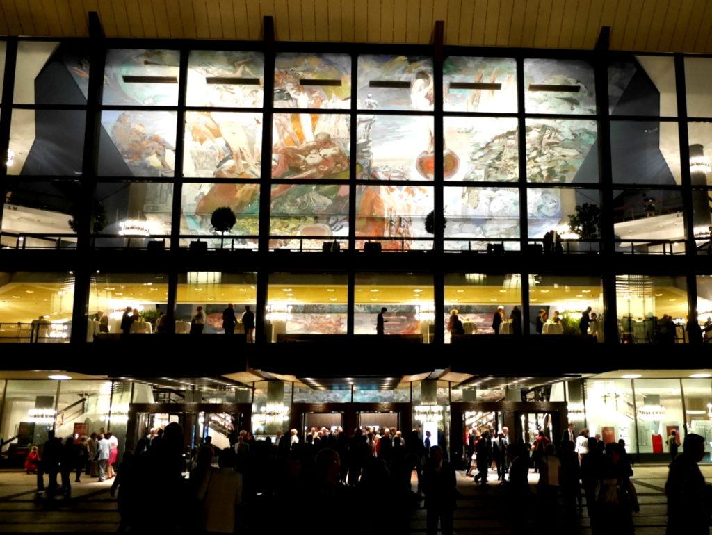 ヴィンヤード型コンサートホール ライプツィヒ・ゲヴァントハウス コンサートがはねて、ゲバントハウス外観 @Gewandhaus zu Leipzig