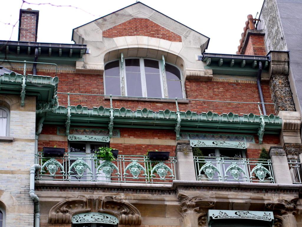 ラジオ・フランスのパリ オーディトリアムにカステル・ベランジェ  カステル・ベランジェ外観の装飾1@Castel Béranger