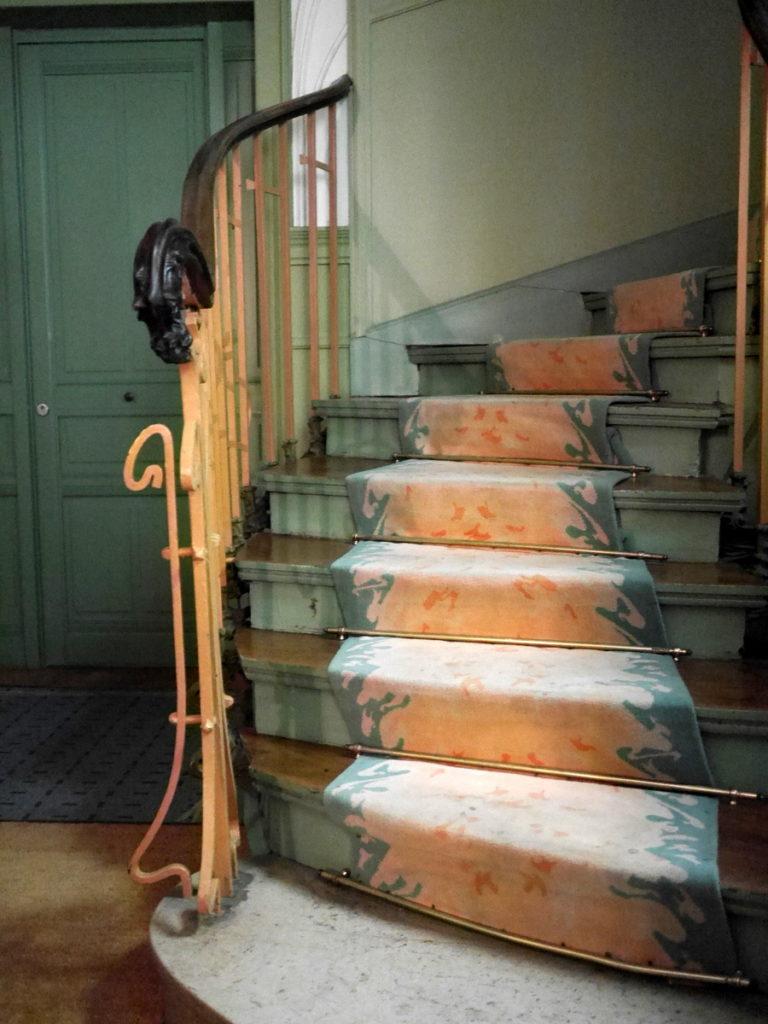 ラジオ・フランスのパリ オーディトリアムにカステル・ベランジェ  屋内の装飾2-アール・ヌーヴォーな階段@Castel Béranger