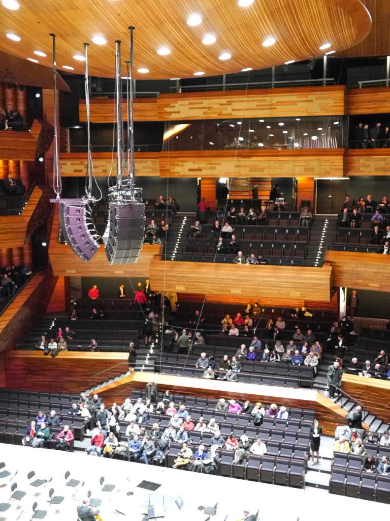 ラジオ・フランスのパリ オーディトリアムにカステル・ベランジェ 舞台側から見た客席@Auditorium de Radio France