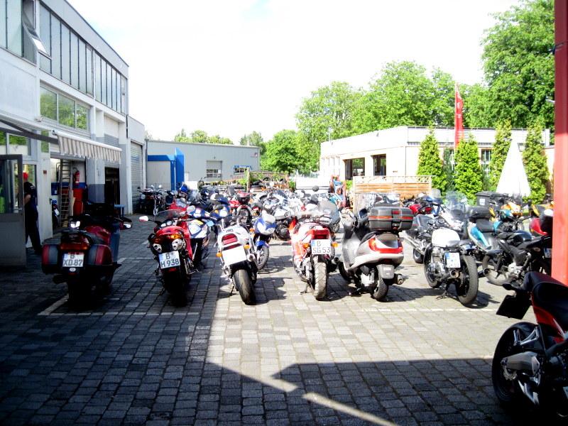 海外ツーリング ドイツ ベルリン オートバイレンタル  バイク置き場@Zweirad-Shop Cintula