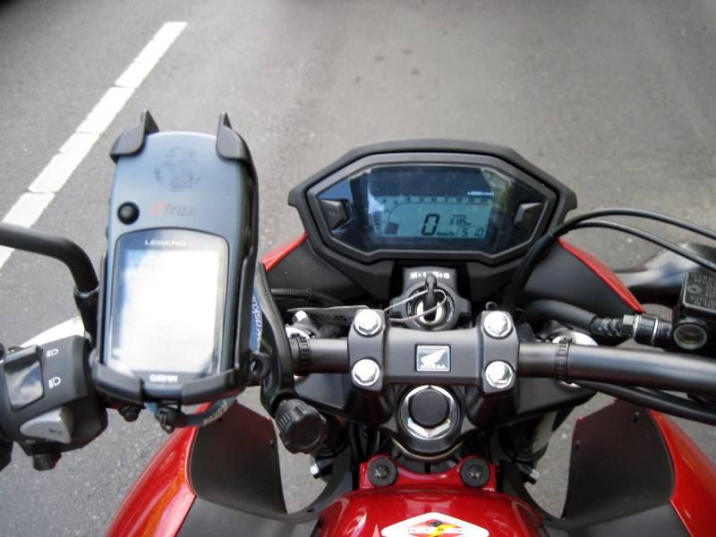 海外ツーリング ドイツ ベルリン オートバイレンタル  ガーミンのGPSをハンドルに固定@Zweirad-Shop Cintula