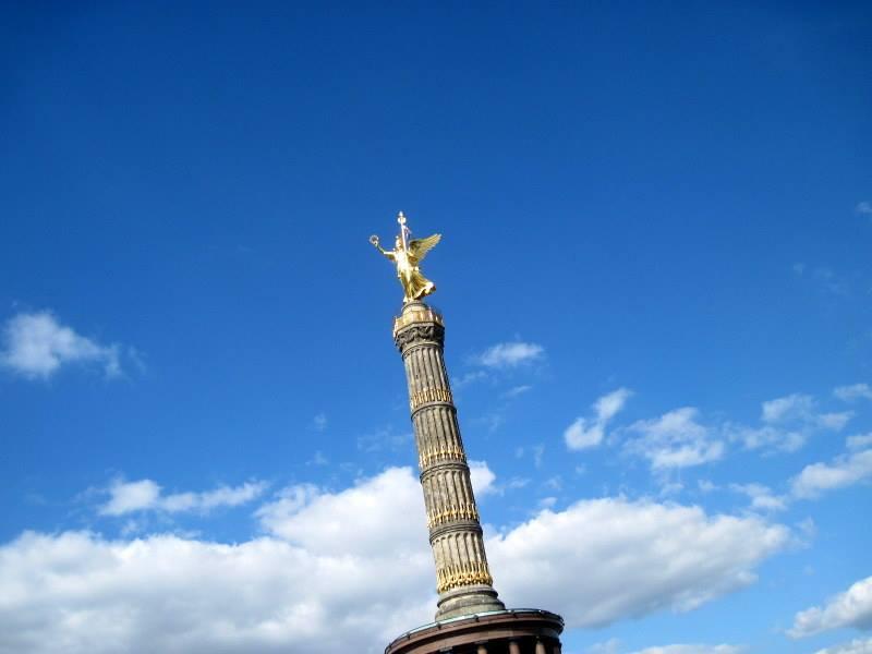 海外ツーリング ドイツ ベルリン オートバイレンタル   戦勝記念塔を見上げる@Siegessäule