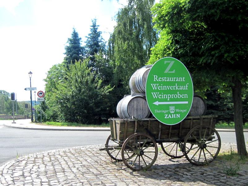 海外ツーリング ドイツ 旧東ドイツ ザーレ ウンシュトルート ワイン街道 ワイナリー 法律 ベーゼン  ワイナリー兼レストランの案内はそこここにある @Thüringer Weinstube - Restaurant im Weingut Zahn
