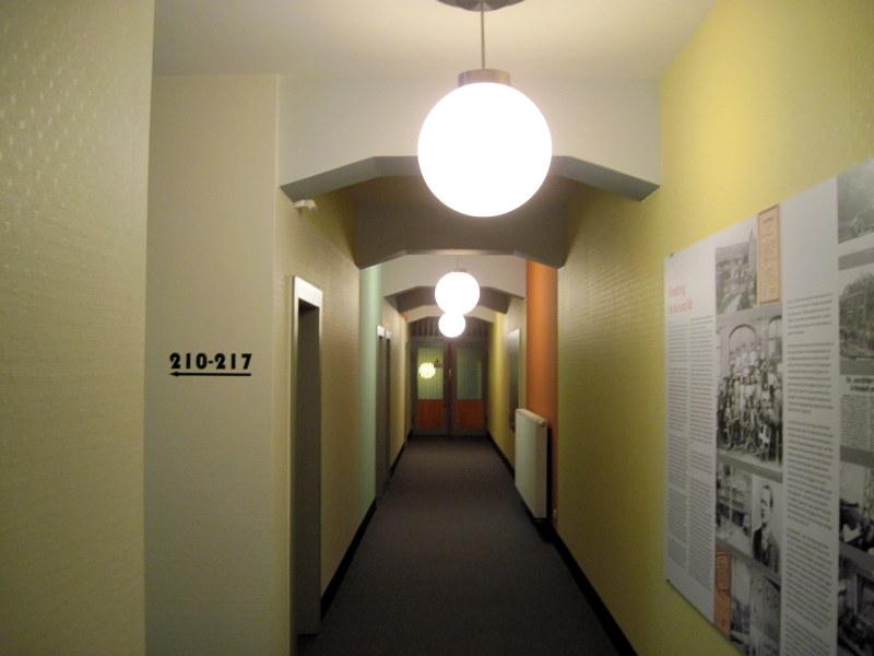海外ツーリング ドイツ 旧東ドイツ バウハウス デザイン ホテル ハウス デス フォルケス グロピウスプロプストツェラ  ハウス・デス・フォルケス 廊下@Haus des Volkes