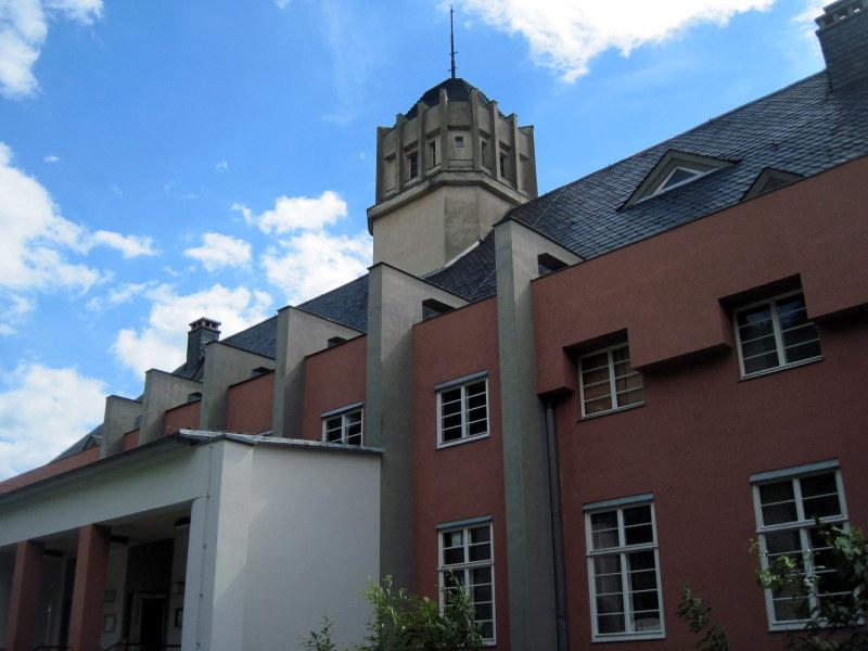 海外ツーリング ドイツ 旧東ドイツ バウハウス デザイン ホテル ハウス デス フォルケス グロピウスプロプストツェラ ハウス・デス・フォルケス裏手@Probstzella