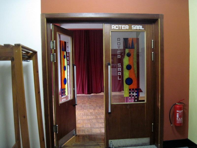 海外ツーリング ドイツ 旧東ドイツ バウハウス デザイン ホテル ハウス デス フォルケス グロピウスプロプストツェラ  ハウス・デス・フォルケス ホール入口@Haus des Volkes