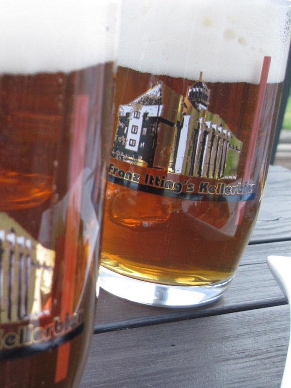 海外ツーリング ドイツ 旧東ドイツ バウハウス デザイン ホテル ハウス デス フォルケス グロピウスプロプストツェラ  ハウス・デス・フォルケスのオリジナルブランドビール@Haus des Volkes
