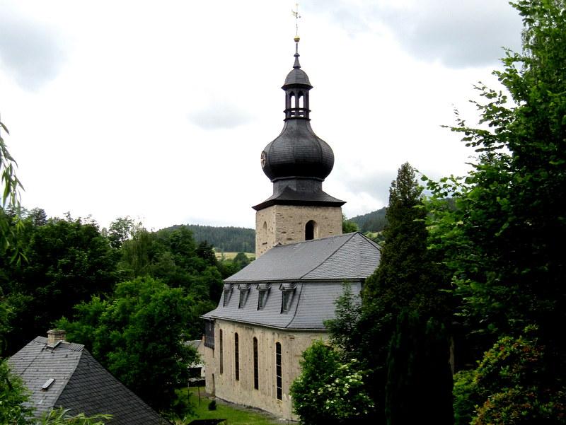 海外ツーリング ドイツ 旧東ドイツ オートバイレンタル テューリンゲンの森   教会の塔の形が面白い@Probstzella