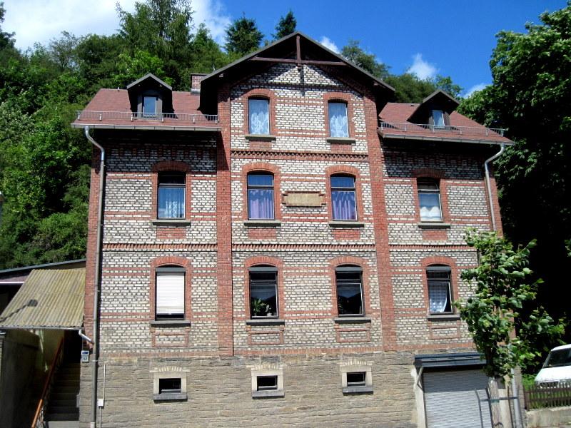 海外ツーリング ドイツ 旧東ドイツ オートバイレンタル テューリンゲンの森   昔のスタイルの家@Probstzella