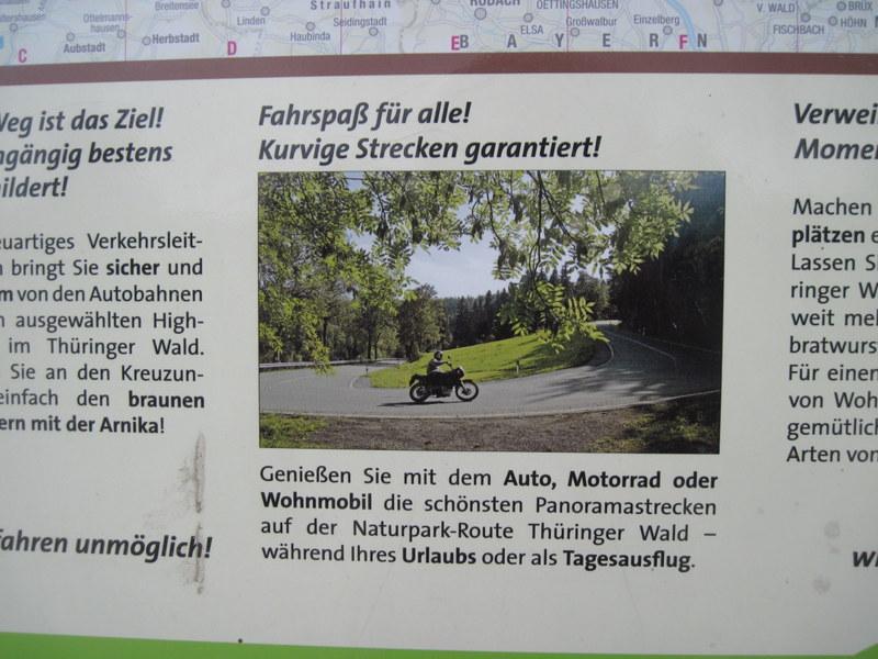 海外ツーリング ドイツ 旧東ドイツ オートバイレンタル テューリンゲンの森  ドライブやツーリングを奨励する看板@Thüringer Wald