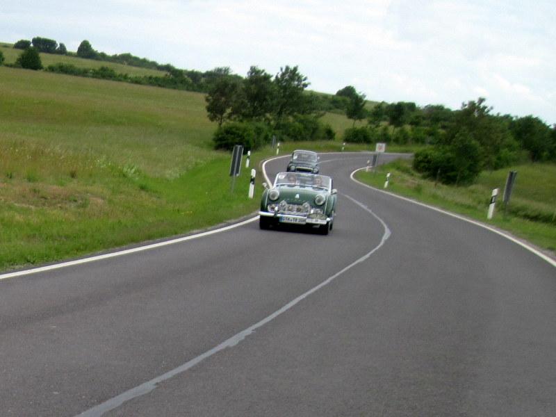 海外ツーリング ドイツ 旧東ドイツ オートバイレンタル テューリンゲンの森   すれ違うクラシックカー@Thüringer Wal