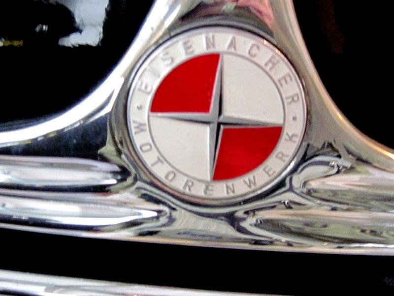 海外ツーリング ドイツ 旧東ドイツ オートバイレンタル アイゼナハ ヴァルトブルク城 ワルトブルク城 旧BMWアイゼナハ工場  青から赤へ変わったEMWのアイコン@Team Automotive Museum Eisenach e.V.