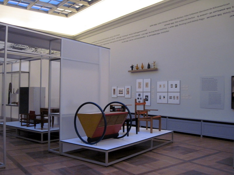 海外ツーリング ドイツ 旧東ドイツ オートバイレンタル ワイマール ヴァイマル バウハウス大学図書館 バウハウス博物館 旧バウハウス博物館内@Bauhaus-Museum Weimar
