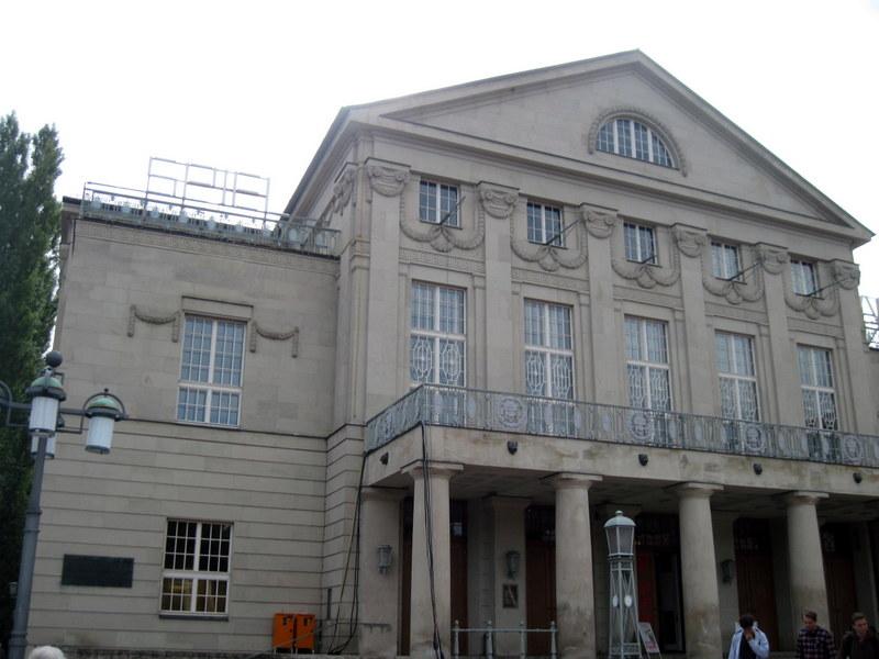 海外ツーリング ドイツ 旧東ドイツ オートバイレンタル ワイマール ヴァイマル バウハウス大学図書館 バウハウス博物館 ドイツ国民劇場外観@Deutsches Nationaltheater und Staatskapelle Weimar