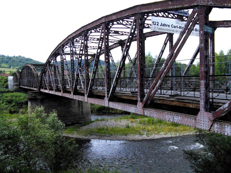 海外ツーリング ドイツ 旧東ドイツ オートバイレンタル デッサウ バウハウス デッサウ校 ハウス アム ホルン ニーチェ アルヒーフ  古い鉄橋@Saale-Unstrut
